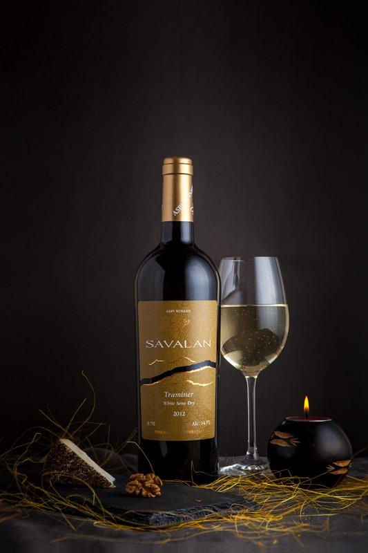 Вино Траминер белое полусухое