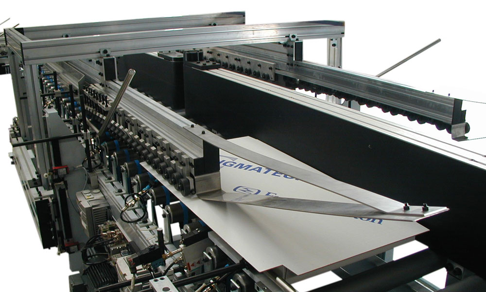 The machine for closing of cardboard packaging of VKV 120