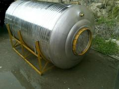 Corrosion-proof tank for storage of alcoholic
