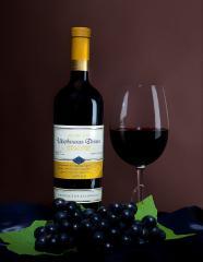 El valle Shirvansky (el Vino de mesa rojo seco)