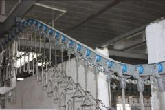 Suspended chain conveyor