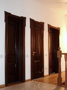 Двери межкомнатные деревянные в Баку