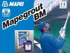 Mapegrout BM Two-component repair mix on a cement