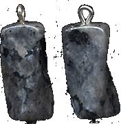 Подвеска из серо-черного лабрадора