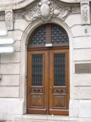 Двери уличные