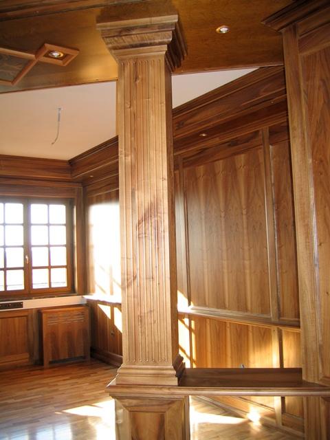 Колонны из дерева для интерьера