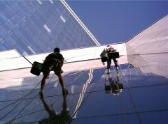 Cleaning by climbers of front parts of high-rise