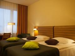Двух этажный отель блок стандартный двухкомнатный номер на четыре персоны