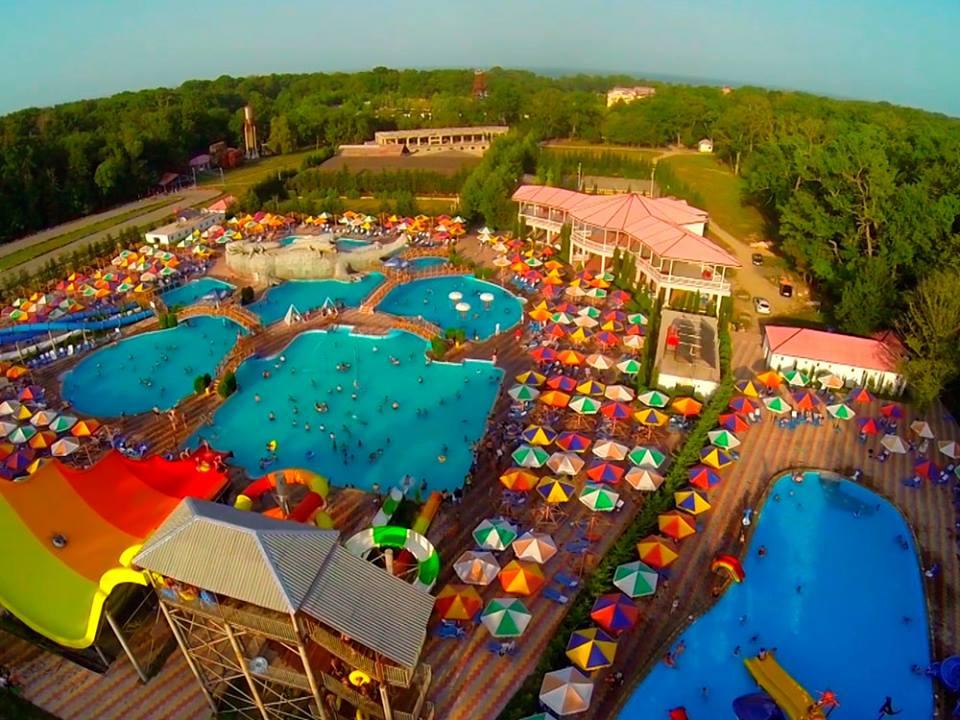 atlant_holiday_village_priglashaet_na_zharkoe